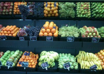 productos ecológicos frutas y verduras interior tienda