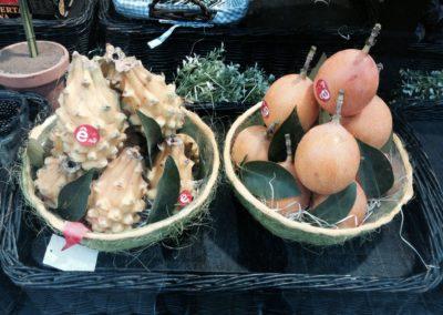 productos ecológicos frutas tropicales interior tienda